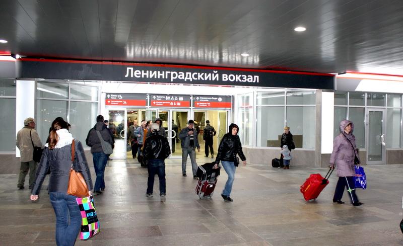 Ленинградский вокзал. Остекление магазинов